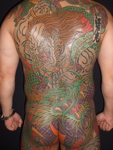 背中に第六天魔王、天魔破旬の刺青タトゥー