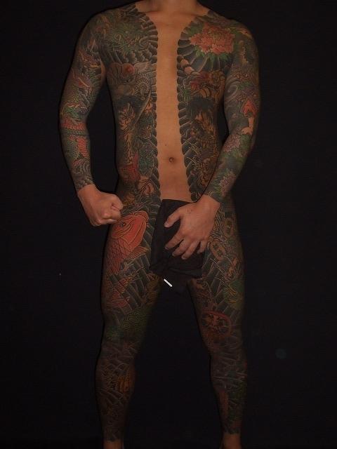 胸割りの刺青タトゥー
