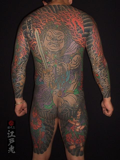 背中に不動明王、不動三尊の刺青タトゥー