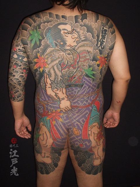 背中は旱地忽律朱気(かんちこつりつしゅき)の刺青タトゥー