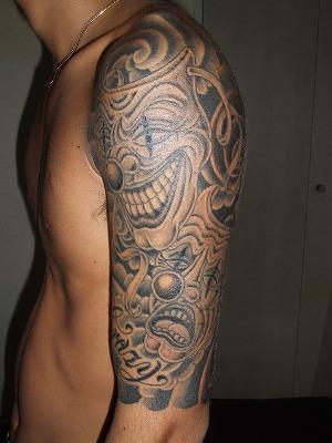 トゥーフェイスの刺青、タトゥー