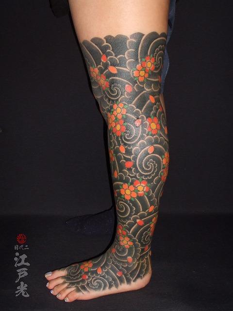 女性,足の甲,足首,ふくらはぎ,太もも,桜吹雪,ニーハイ,額彫り,牡丹見切り、じゃりみきり,刺青,タトゥー