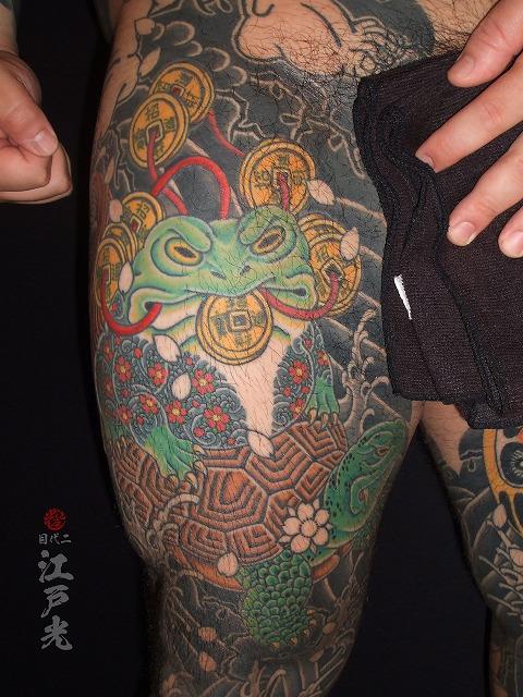 極悪銭蛙、三脚蟾蜍(さんきゃくせんじょ)、三本足の蛙、万年亀の刺青タトゥー