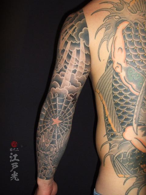 太陽の光、蜘蛛の巣、ウルトラマンエース、洋風の額彫り、腕の九分刺青タトゥー