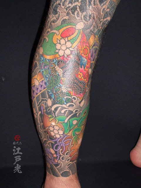 カエルとひょうたん、小槌、小判、一富士二鷹三茄子、足、和彫りの刺青タトゥー