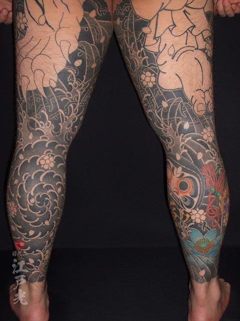 足に渦潮、だるまの刺青タトゥー