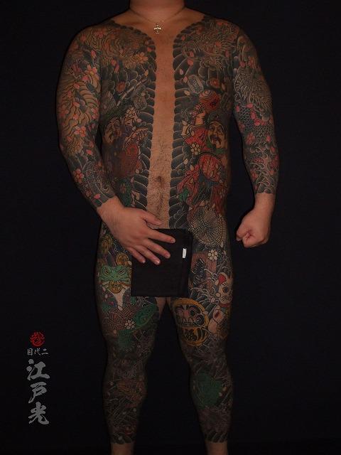 胸割り総身彫りの刺青