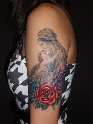 聖母マリアのタトゥー(女性腕