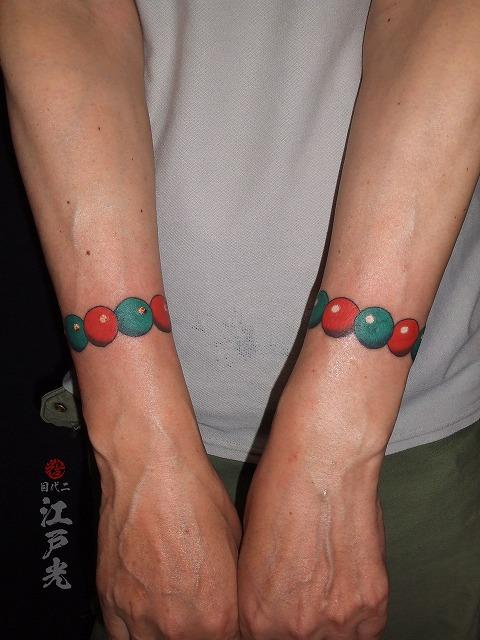 数珠の刺青タトゥー、腕、手首