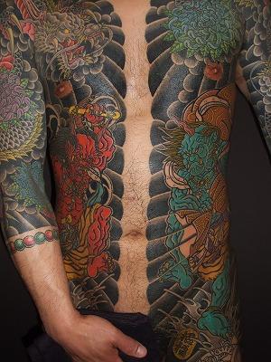 風雷神 胸割りの刺青