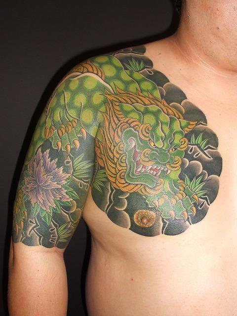 唐獅子牡丹の刺青、腕、関西彫り