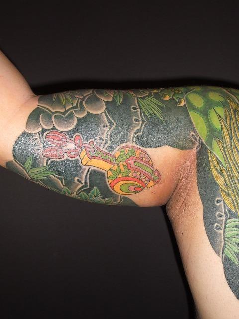 隠し彫り小槌、金魚の刺青