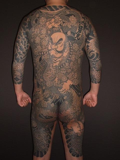 花和尚魯智深の背中のからす彫りの刺青