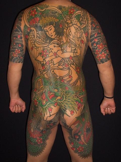 天女龍の背中の刺青